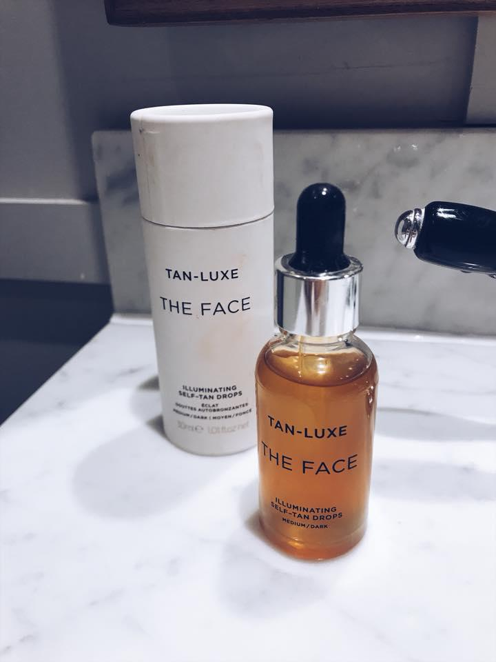 It's only my first beauty review of 2018 and ooooh it's a goodie.  *applauds* I have a fabulous tried and tested facial tan for you if, like  me, ...
